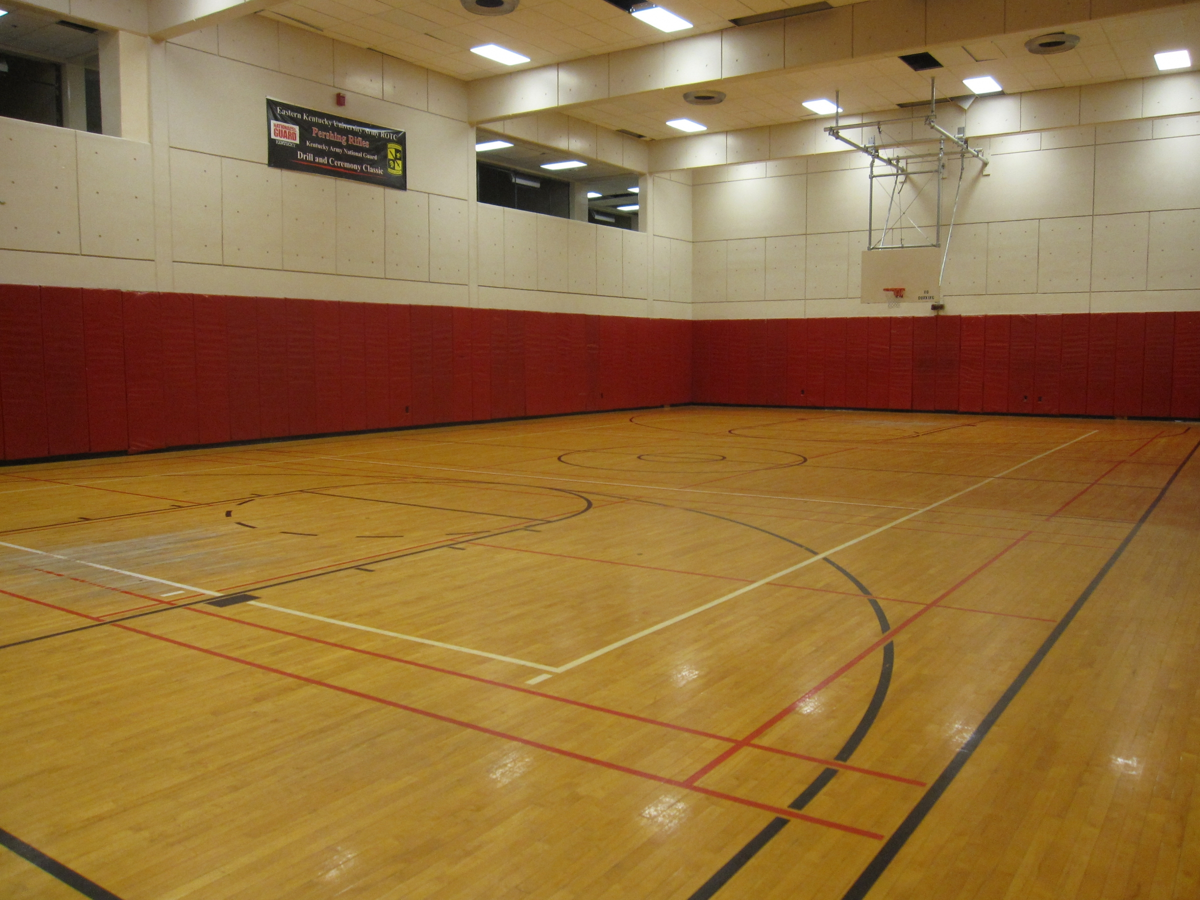 Facilities campus recreation eastern kentucky university for Indoor badminton court height