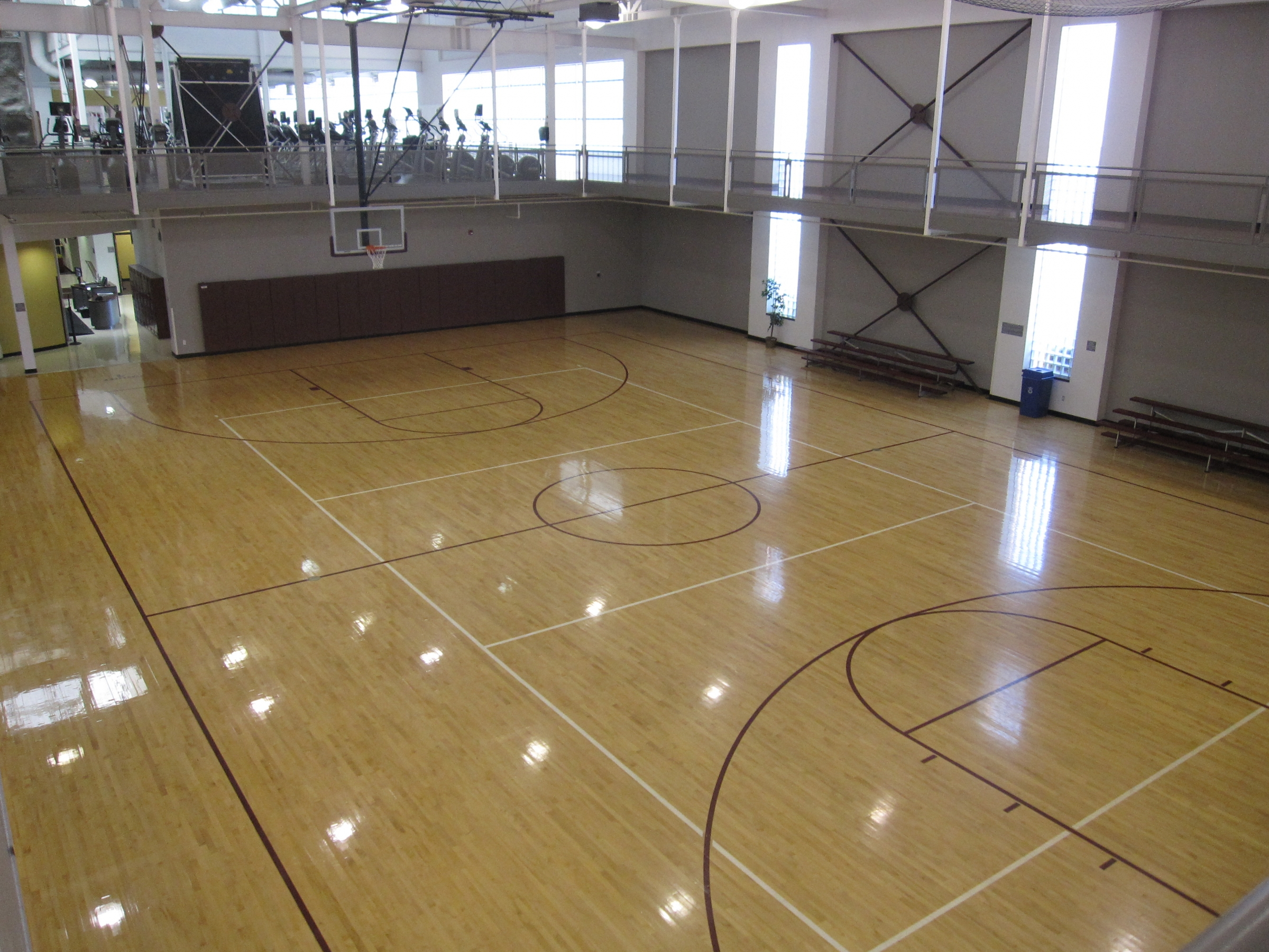Facilities campus recreation eastern kentucky university for Indoor basketball court construction